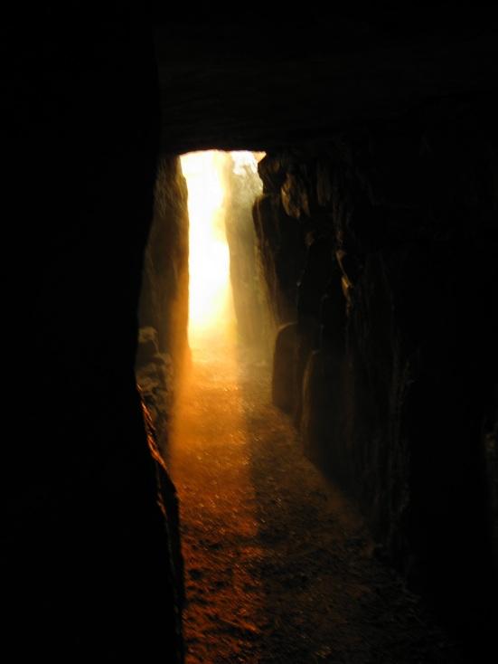 Sun shining down Bryn Celli Ddu passage